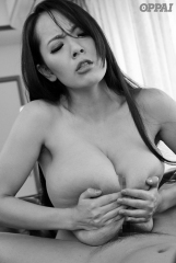 hitomi-tanaka-pppd-469-intense-sex-with-a-sticky-middle-aged-man-4